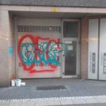 Rolladen vor Graffiti Entfernung