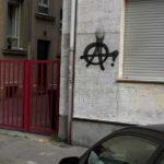 Betonwand vor Graffiti Entfernung