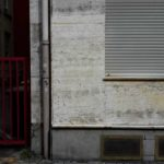 Betonwand nach Graffiti Entfernung