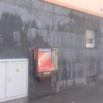 Wand nach Graffiti Entfernung