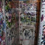 WC vor Graffiti Entfernung